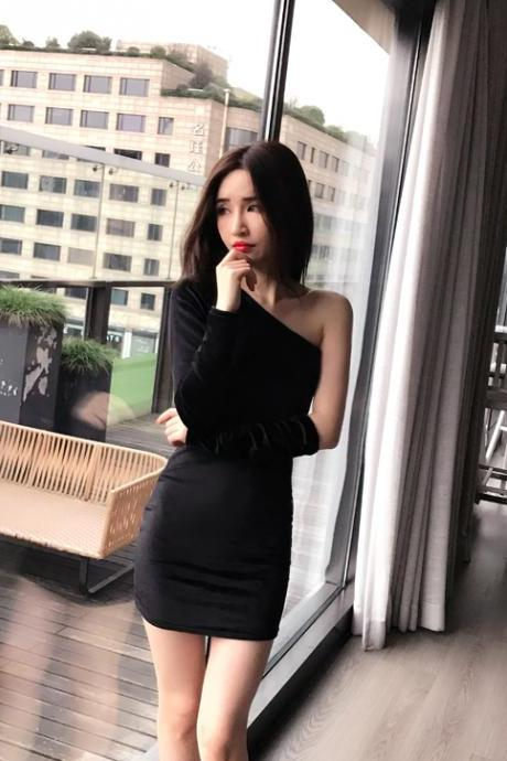 Black Velvet One-Shoulder Long Sleeve Short Bodycon Dress