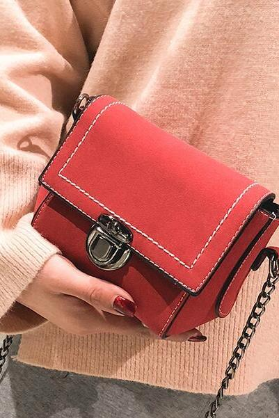 Well Match Lock Decoration Chain Mini Crossbody Bag