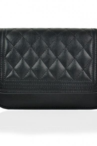 Diamond Quilted Leather Crossbody Handbag with Linked Chains