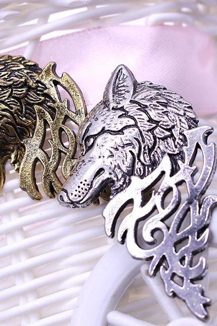 Domineering personality hollow wolf Brooch