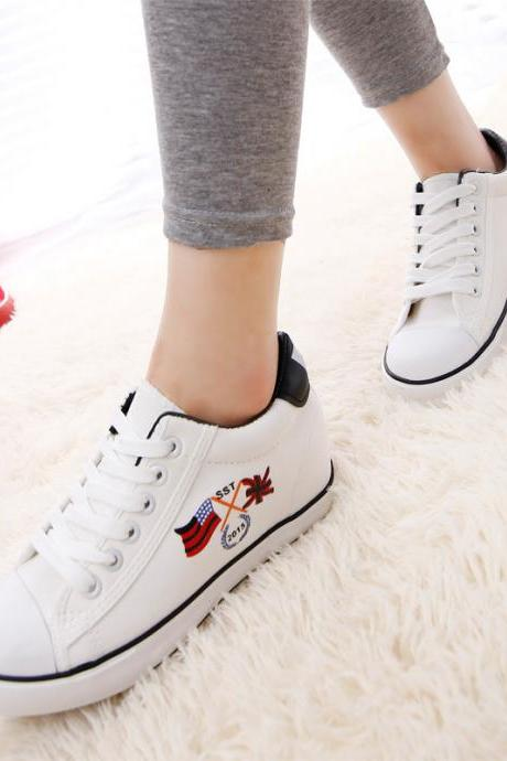 Flag Print Low Cut Lace Up Sneakers